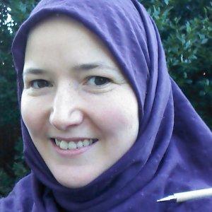 Elizabeth Lymer pen on shoulder
