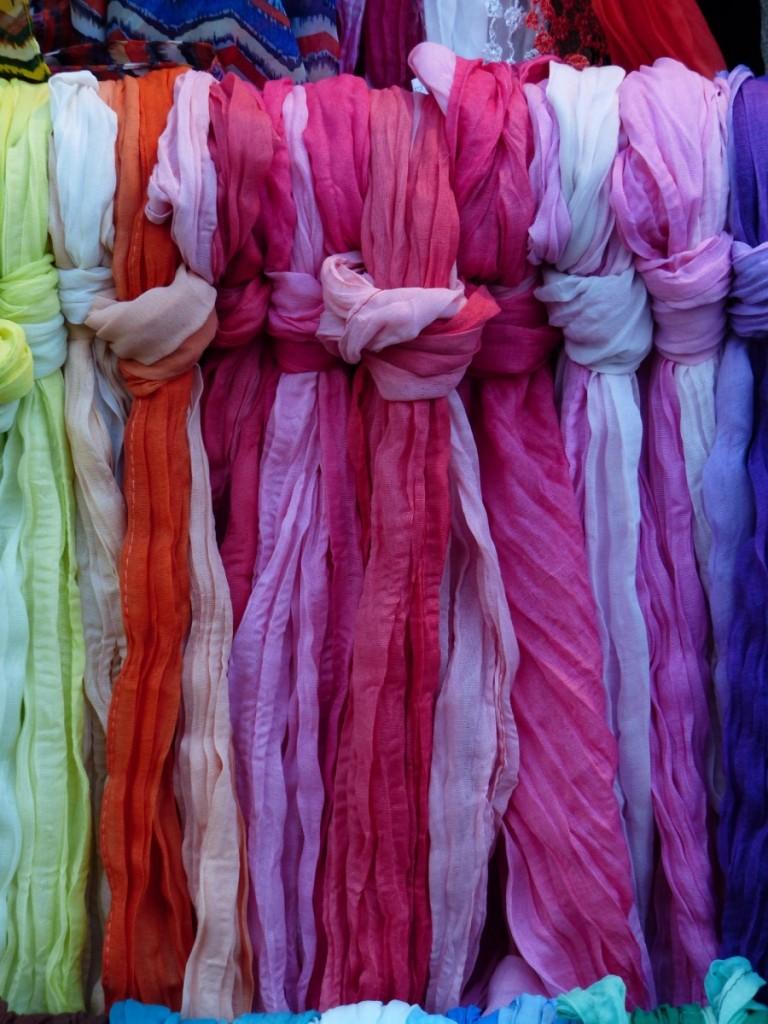 scarves-358005_1920