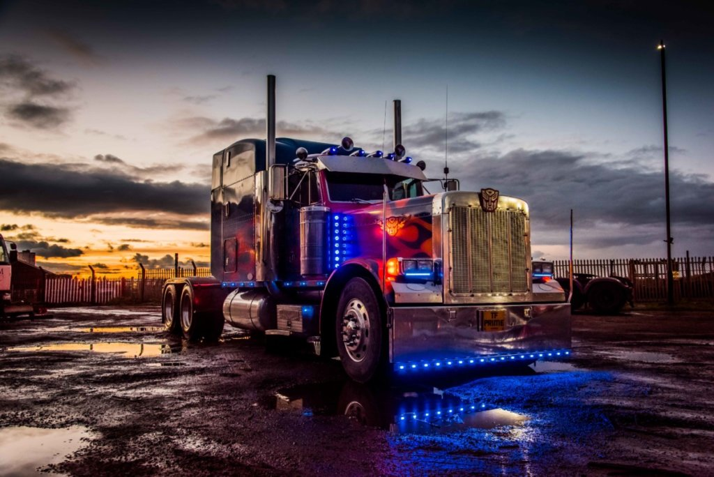 kidtropolis-optimus-prime-truck-photo-dsc_5535