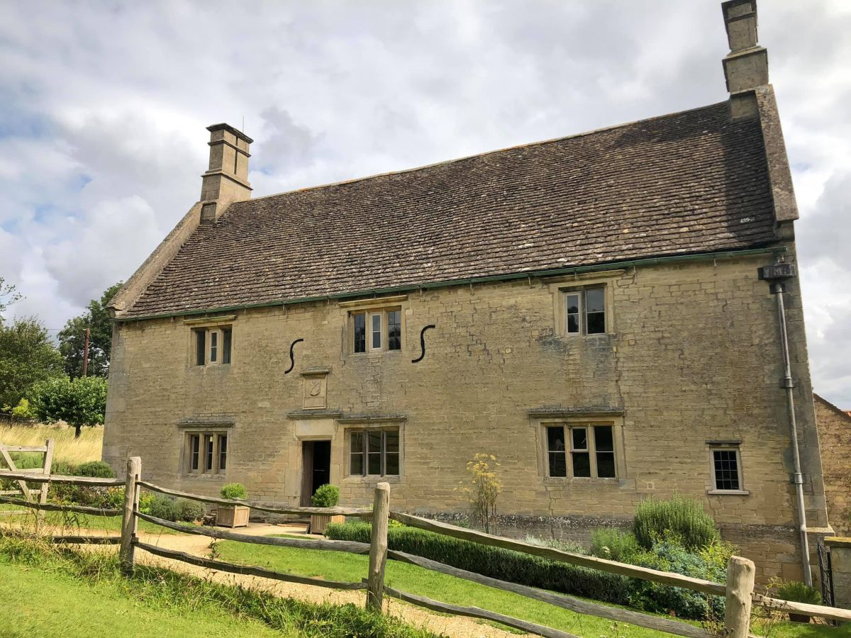 Picture of the front of Woolsthorpe Manor